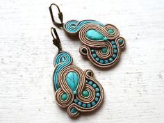 Soutache earrings Beige-Turquoise Boho Glamour Unique Elegant! Contemporary Jewellery, Modern Jewelry, Soutache Jewelry, Beaded Jewelry, Estilo Boho, Beautiful Earrings, Ring Earrings, Beaded Embroidery, Jewlery