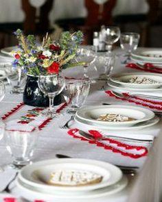 kalocsai dekor Table Place Settings, Beautiful Table Settings, Christmas Table Settings, Christmas Tablescapes, Polish Wedding, Wedding Decorations, Table Decorations, Centerpieces, Table Setting Inspiration