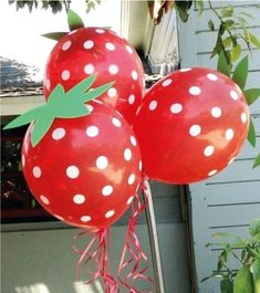 """Such a cute idea - make """"strawberry"""" balloons with red polka dot balloons and green paper/cardstock """"stems""""! Use PINK First Birthday Themes, Birthday Party Decorations, First Birthday Parties, First Birthdays, Birthday Ideas, Strawberry Shortcake Birthday, Fruit Birthday, Polka Dot Balloons, Strawberry Decorations"""