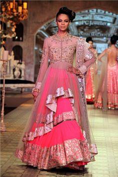 Manish Malhotra www.thewedding-hut.co.uk