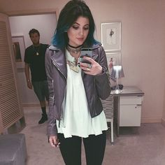 If I wasn't such a chicken of cutting my hair I would totally do this style. I love teal!!!