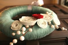 Love this felty winter wreath.