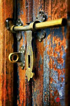 ♅ Detailed Doors to Drool Over ♅ art photographs of door knockers, hardware & portals - old and rusty. Les Doors, Windows And Doors, Door Knobs And Knockers, Door Detail, Unique Doors, Door Locks, Color Pallets, Doorway, Belle Photo