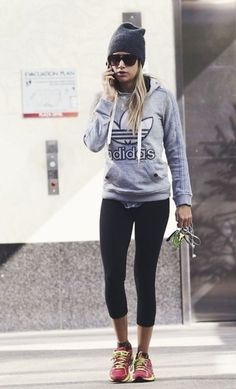 wake-up-with-determination: Honestly love Ashley Tisdale. Shes one celebrity that I always see pictures of her working out or in workout gear. wake-up-with-determination: Honestly love Ashley… Gym Style, Sporty Style, Mode Style, Workout Style, Sport Fashion, Look Fashion, Fitness Fashion, Fitness Outfits, Fashion Edgy