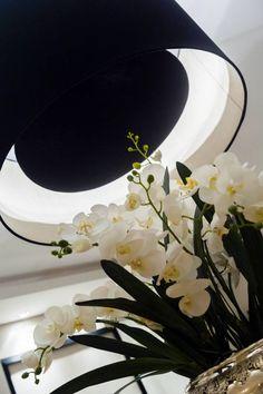 Design I Decor I Decor Inspiration I Lamp I Flowers I Lighting