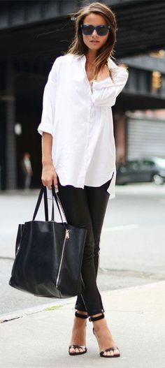 Nejjednodušší, nejklasičtější a nesmrtelná kombinace! WOW! #skolastylu #blackwhite #styling #jakseoblekat #jaknosit #inspirace Black And White Outfit, White Outfits For Women, White Shirt Outfits, Trendy Clothes For Women, Skirt Outfits, How To Wear Leggings, Leggings Are Not Pants, Black Leggings, Black Pants