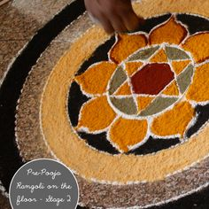 RANGOLI - geometrical patterns drawn on floor & filled in with colored powders / petals of flowers / gems/ grains,et al, is an important part of Indian culture Rangoli Ideas, Rangoli Designs Diwali, Diwali Rangoli, Kolam Designs, Festivals Of India, Indian Festivals, Rangoli Borders, Flower Rangoli, World Crafts