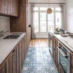 ... #tileaddiction #ihavethisthingwithfloors #cementtiles #carreauxdeciment  #bisazza #corian #countertop #wood #boismassif #noyer #walnut #design  #homedecor ...