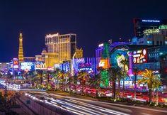 Las Vegas ist die wohl bekannteste Glücksspielmetropole im Bundesstaat Nevada in den USA. Vor Ort reihen sich die Casinos dicht an dicht aneinander und für die Glücksspielfans gibt es vor Ort in vielen Fällen kein Halten mehr. Die schillernde Zockerstadt hat für Glücksspieler einiges zu bieten, doch das ist nicht das einzige.  Las Vegas - eine Stadt, die man erlebt haben muss