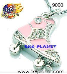 Dije de patin de ruedas rosa. SK8 PLANET. Skate charm