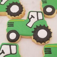 Tractor Cookies, Farm Cookies, Crazy Cookies, Cute Cookies, Tractor Birthday, Farm Birthday, Birthday Parties, Barnyard Party, Farm Party