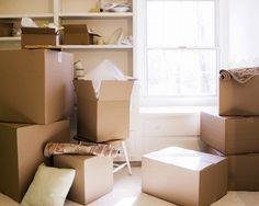 10 Moving Tips and Tricks That You Didn't Learn From Your Mother : packing up your home, moving boxes Moving Home, Moving Day, Moving Tips, Packing Boxes For Moving, Moving Checklist, Apartment Packing List, Apartment Therapy, Moving Costs, Tiny House Community
