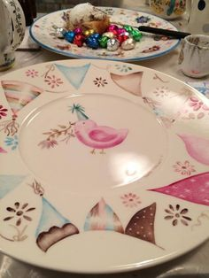 Photo: Pintando Hippie Chick, Ceramic Painting, Porcelain Ceramics, Kitchenware, Decorative Plates, Pottery, Creative, Handmade, Inspiration