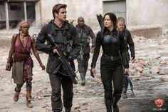 Gale (Liam Hemsworth) and Katniss (Jennifer Lawrence). #Mockingjay