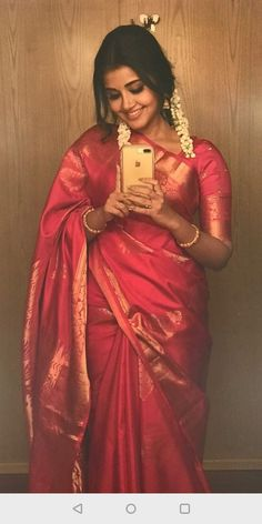 Indian Bridal Outfits, Indian Bridal Fashion, Indian Designer Outfits, Beautiful Saree, Beautiful Indian Actress, Saree Hairstyles, Wedding Hairstyles, Wedding Saree Collection, Saree Poses