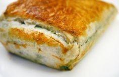 Vega: Hartige taart met spinazie, feta, zongedroogde tomaten, rozijnen en pijnboompitjes