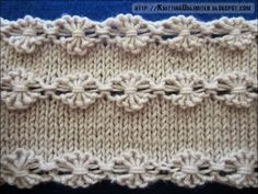 Интересный элемент вязания спицами «Паучки», каждый «паучок» представляет собой группу обвитых вытянутых петель.