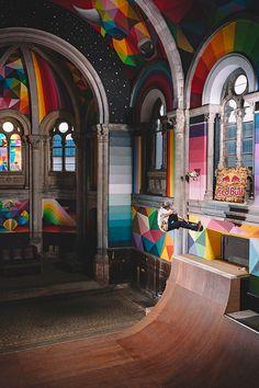 Okuda San Miguel transforma igreja abandonada na Espanha em uma incrível pista…
