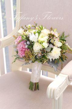 www.weddingsattiffanys.com.au www.tiffanysflowers.com.au Weddings at Tiffany's Tiffany's Flowers Gorgeous pastel bouquet <3 #Maleny #wedding #flowers #tiffanys #weddingsattiffanys #tiffanysflowers #florist #pink #bouquet