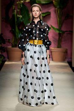 Luisa Spagnoli Milano - Spring Summer 2020 Ready-To-Wear - Shows - Vogue. Fashion 2020, Runway Fashion, Fashion Show, Fashion Looks, Womens Fashion, Belle Silhouette, Fashion Courses, Mein Style, Oriental Fashion