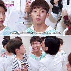 Omggggg DK being kissed by S.Coups and Jeonghan Diecisiete Memes, Funny Kpop Memes, Woozi, Jeonghan, Choi Hansol, Won Woo, Seventeen Memes, Haha, Pledis Entertainment