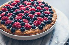 raikas-marjakakku-ohje Acai Bowl, Pie, Breakfast, Desserts, Food, Acai Berry Bowl, Pie And Tart, Morning Coffee, Pastel