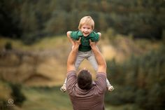 Big Family Photos, Outdoor Family Photos, Fall Family Pictures, Family Posing, Family Love, Father And Daughter Love, Daddy And Son, Children Photography, Family Photography