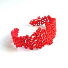 Il bracciale Sparkling è realizzato in nylon stampato 3D.   Disponibile in diverse misure e colori.   Fa parte della collezione SPARKLING.   Each product will be shipped in an elegant  sleek black box with our logo.