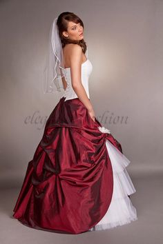 Wunderschönes Brautkleid Flavia  2-teiliges Brautkleid / Ballkleid. Excellente Corsage ohne Neckholder, figurnah auf Stäbchen gearbeitet für eine p...