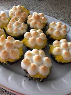 Mákos guba muffin Macaron Flavors, Macaron Recipe, Vanilla Macarons, Winter Food, Pavlova, Cake Recipes, Breakfast Recipes, Food And Drink, Sweets