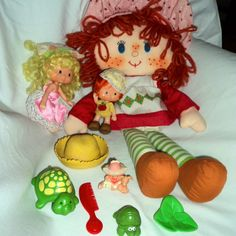 STRAWBERRY SHORTCAKE Kenner Toys Figures Rag Doll Extras Comb Hat Turtle Apple #Kenner #DollswithClothingAccessories