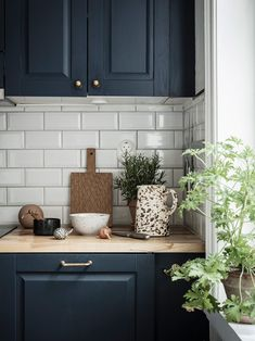 This 440 Sq Ft Home Blows Convention — House of Valentina Navy Blue Kitchen Scandinavian Home Scandinavian Apartment, Scandinavian Kitchen, Home Decor Kitchen, Kitchen Interior, Blue Kitchen Ideas, Kitchen Black, Bedroom Vintage, Azul Vintage, Cuisines Design