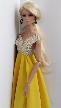 inch fashion doll dress one size fits all same size doll Barbie size! 12 inch fashion doll dress one size fits all same size doll Barbie inch fashion doll dress one size fits all same size doll Barbie size! Fashion Royalty Dolls, Fashion Dolls, Fashion Dresses, Barbie Gowns, Barbie Dress, Diy Barbie Clothes, Doll Clothes, Barbie Patterns, Dress Patterns