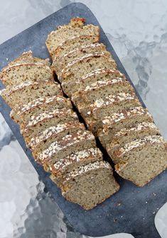 Proteinrikt havrebrød med chiafrø - LINDASTUHAUG Banana Bread, Food And Drink, Vegan, Baking, Desserts, Facebook Instagram, Tailgate Desserts, Deserts, Bakken