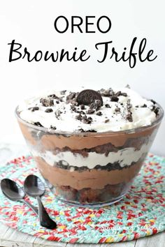 Be the hero of your next family gathering with this delicious layered dessert! Fudgy brownies, creamy pudding and Oreo cookies layer beautifully and they taste even better! desserts for party OREO Brownie Trifle-easy layered dessert British Desserts, Tolle Desserts, Oreo Desserts, Holiday Desserts, Easy Desserts, Delicious Desserts, Dessert Recipes, Yummy Food, Layered Pudding Desserts