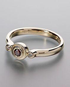 Luxuriöser Ring aus 585er Gold mit 3 Brillanten von Sogni d'oro Facettenreich…