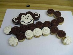 Monkey cupcake cake - this would be a really fun and easy (I think) idea for a kids' birthday party