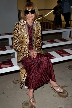 Anna Wintour Photos Photos - Anna Wintour sits on the front row of Roksanda runway show during London Fashion Week Spring/Summer collections 2017 on September 19, 2016 in London, United Kingdom. - Roksanda - Runway - LFW September 2016