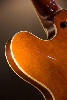 Samick ES 335. Design: Cristh Rod Guitars  www.cristhrodguitars.com
