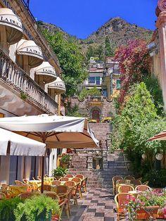 Orologio restaurant in Taormina, Sicily, Italy (by Luigi FDV).