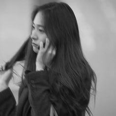 Image uploaded by 𝐆𝐚𝐛𝐫𝐢𝐞𝐥𝐥𝐞. Find images and videos about black and white, icons and airport on We Heart It - the app to get lost in what you love. Jessica & Krystal, Krystal Jung, Jessica Jung, Kpop Aesthetic, Aesthetic Girl, Kpop Girl Groups, Kpop Girls, Ulzzang Korean Girl, Kdrama Actors