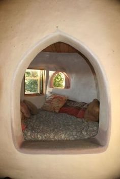 I want a nook like this in my earthship! Cob Building, Building A House, Green Building, Sleeping Nook, Earthship Home, Tadelakt, Natural Homes, Earth Homes, Natural Building