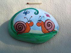Piedras pintadas pueden decorar un rincón de tu jardín, terraza,patio, mesa...