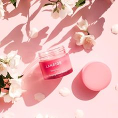 """Laneige's lip mask is formulated with a """"Berry Mix"""" with berries very rich in vitamin C. It nourishes the lips and gently removes dead skin cells, leaving your mouth hydrated and supple the next morning. Lip Sleeping Mask is dermatologically tested, not K Beauty, Beauty Skin, Natural Beauty, Beauty Makeup, Creme Bio, Lip Sleeping Mask, Make Up Inspiration, Lip Mask, Laneige"""