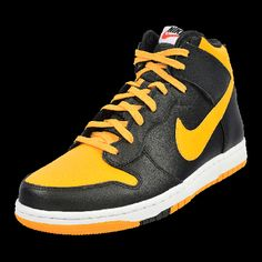 NIKE DUNK COMFORT now available at Foot Locker Nike Dunks, Foot Locker, Nike Free, Lockers, Sneakers Nike, Stuff To Buy, Men, Shoes, Fashion