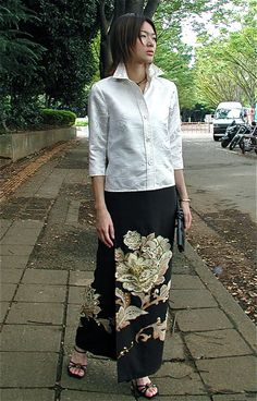 クリックで元の大きさに戻ります Thai Fashion, Japan Fashion, Kimono Fashion, Womens Fashion, Japanese Fabric, Japanese Kimono, Kimono Pattern, Recycled Fashion, Japanese Outfits