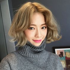 Hair goals 💯✔️c Permed Hairstyles, Trendy Hairstyles, Girl Hairstyles, Asian Hairstyles, Japanese Hairstyles, Hairstyles Pictures, Dark Blonde Bobs, Hair Caramel, Medium Hair Styles