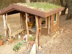 """""""DIY kids' playhouse stays naturally cool during hot summers"""""""