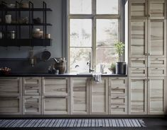 Ikea new kitchen wall shelving Falsterbo looks cool and its is very practical with shelves, drawers and hooks that allow you to keep everything in order. Interior Ikea, Kitchen Interior, Interior Design, Ikea New, Decoration Ikea, Style Deco, Love Your Home, Kitchen Cabinet Doors, Kitchen Cabinets