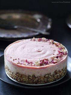 "Raw Peach ""Cheesecake"" Recipe {Free from: dairy, gluten & grains, and refined sugars} Desserts Crus, Raw Vegan Desserts, Vegan Treats, Gluten Free Desserts, Raw Food Recipes, Dessert Recipes, Raw Vegan Cake, Vegan Raw, Health Desserts"